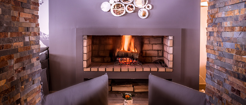 France_Serre-Chevalier_Grand_aigle-lounge-fireplace.jpg